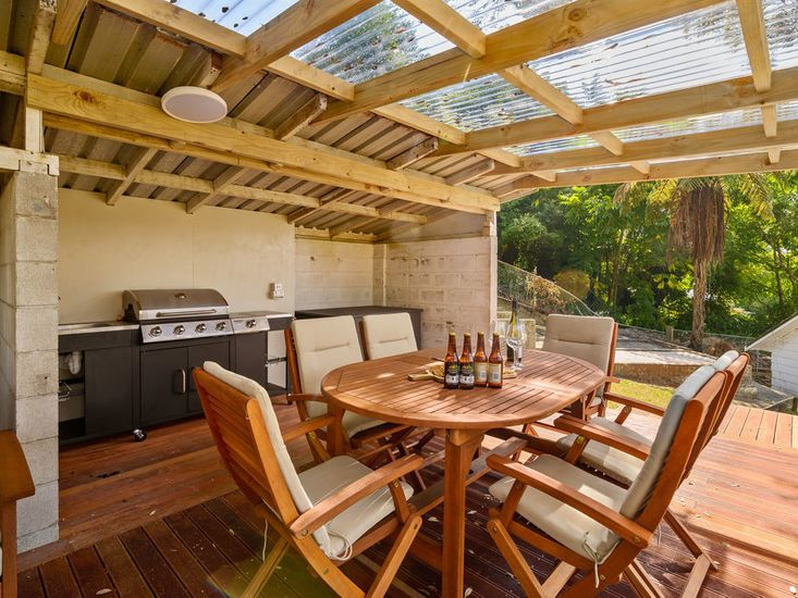 Outdoor Dining & BBQ Area