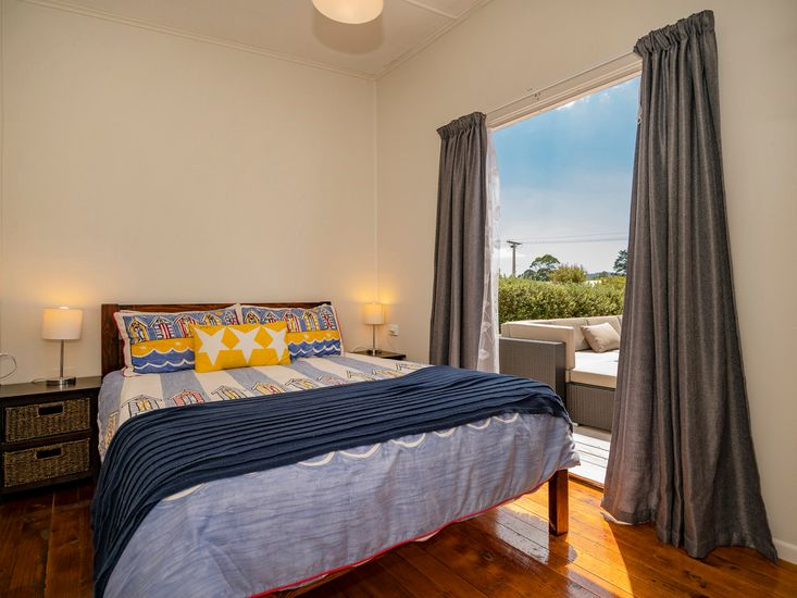 Master bedrooms - opens out to the sundeck