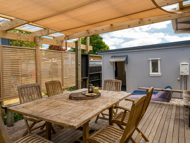 Rear sheltered outdoor BBQ deck