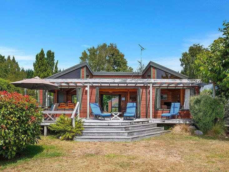 La Buena Vida - Lakefront Waitetoko Holiday Home