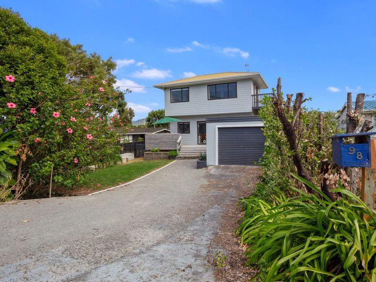 Hibiscus Hideaway - Waihi Beach Holiday Home