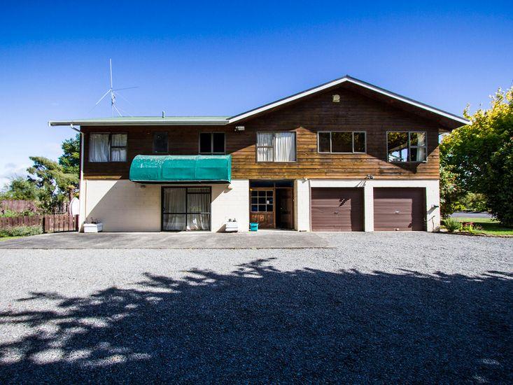 Riverbed Lodge - Tauranga Taupo Holiday Home
