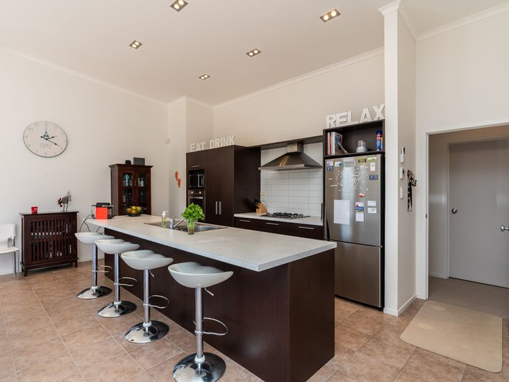 Breakfast Bar and Modern Kitchen