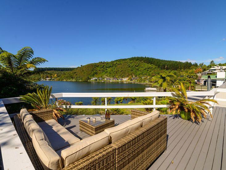 Mourea Lakefront Magic - Lake Rotoiti Holiday Home