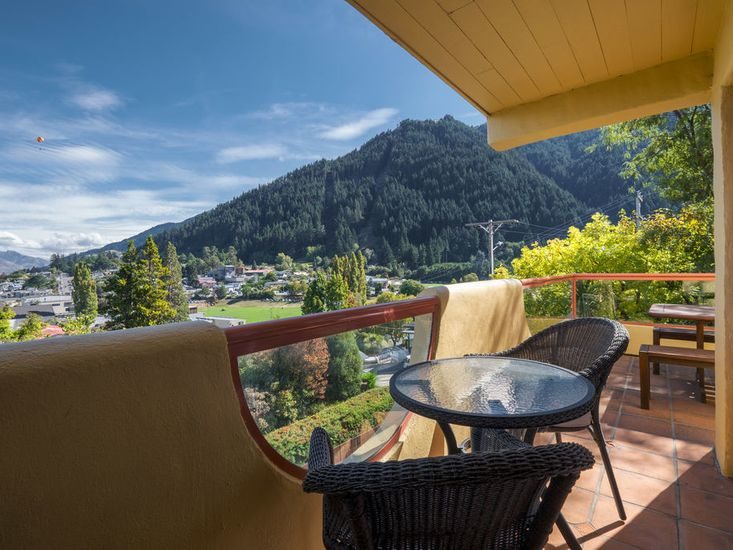 Lions Heart Apartment - Central Queenstown Holiday Home