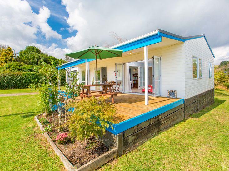 Calypso Cottage - Raglan Holiday Home