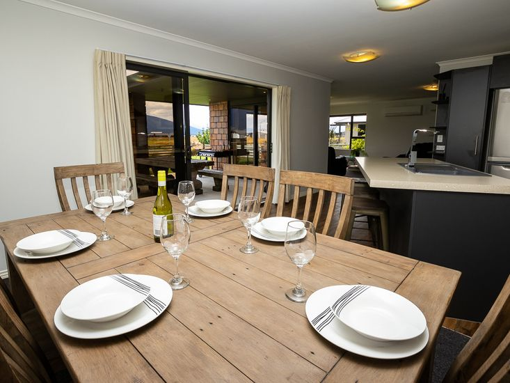 Dining table onto open place living and outdoor area