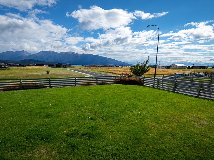 Views of the surrounding mountains from the front lawn