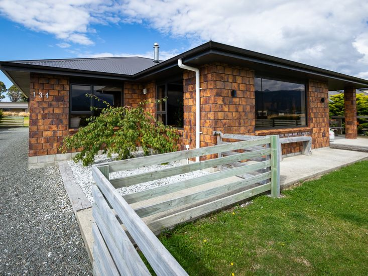 Pae Whenua Retreat - Te Anau Holiday Home