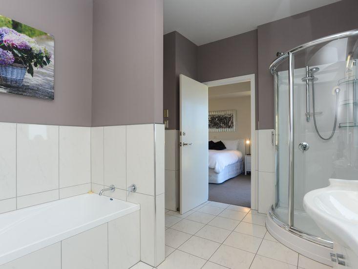 Bathroom 1 (Ensuite) - Upstairs