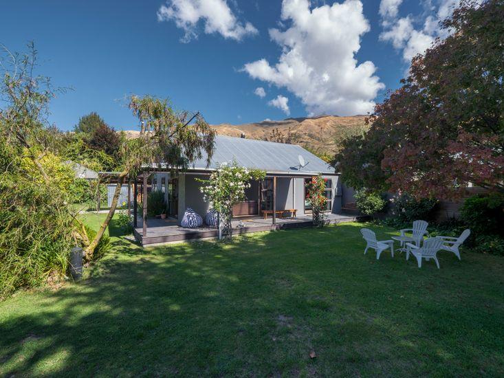 Plenty of outdoor living space in the front garden