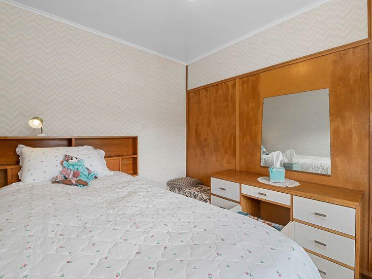 Externally accessed single bedroom