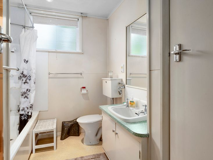 Semi attached studio - bathroom