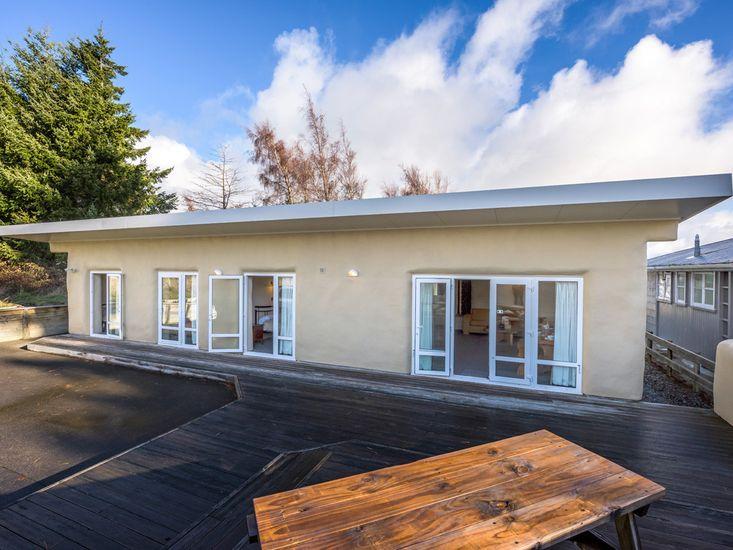 The Yellow Straw House - Rangataua Holiday Home