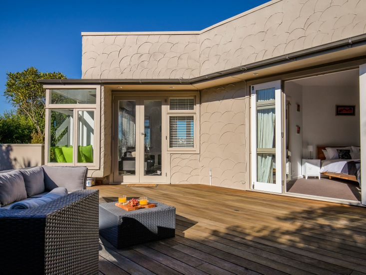 Outdoor living and dining on the sundeck