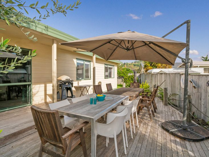 Captain's Cabin - Cooks Beach Holiday Home