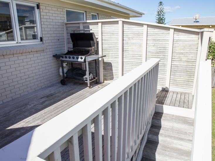 BBQ area on the second/rear sundeck