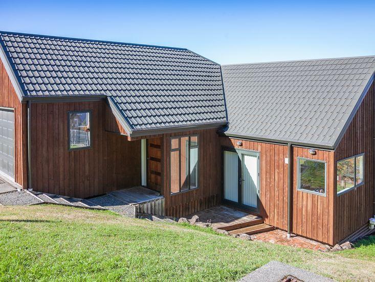 Treetop Lodge - Hanmer Springs Holiday Home