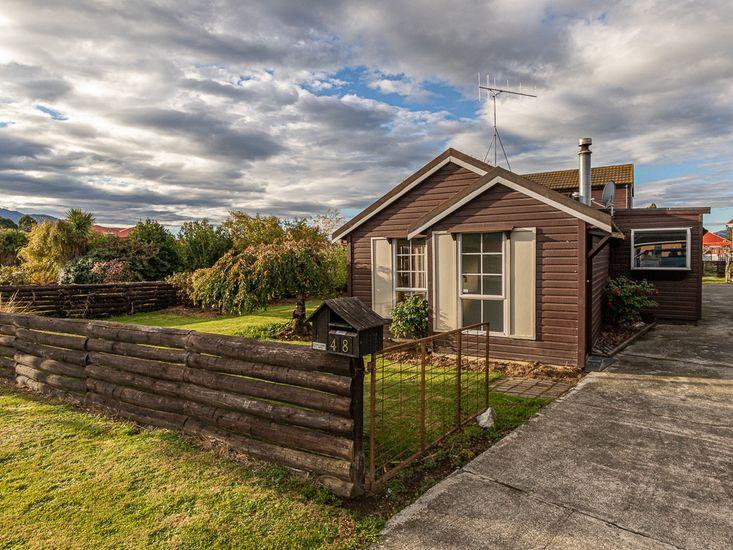 Wide View - Te Anau Holiday Home