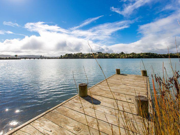 Waterfront Bach - Raglan Bach