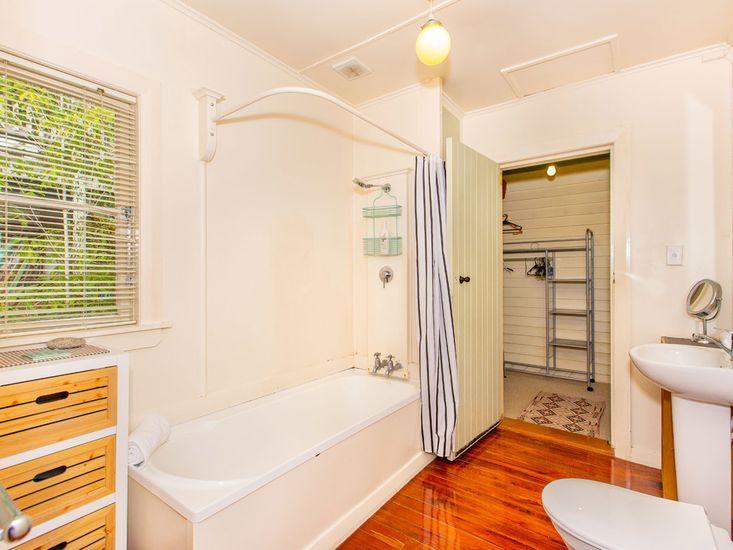 Bathroom 1 / Ensuite in Bedroom 2