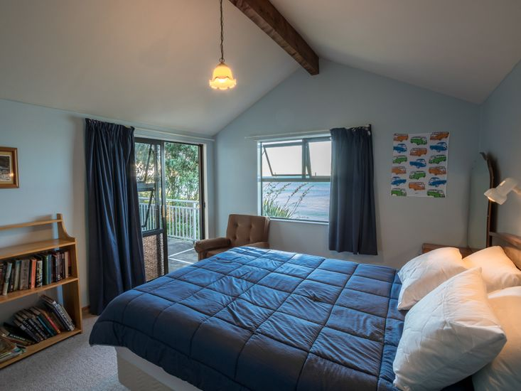 Master bedroom - opens out to the decking