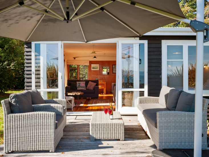 Outdoor living - Opens out from the lounge