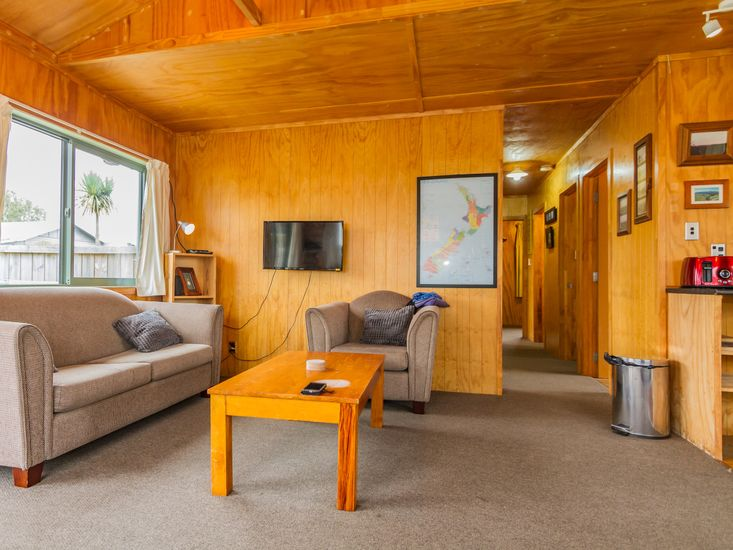 Lounge area onto hallway