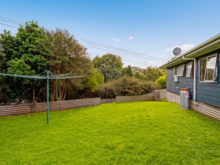 Back lawn space and clothesline