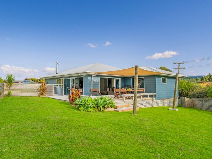 The Blue Rendevous - Whangamata Holiday Home