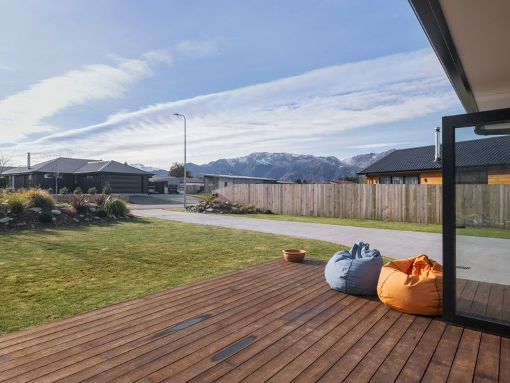 Outdoor living on the sundeck