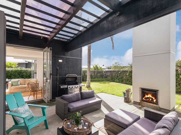 Outdoor living and BBQ area - around fireplace