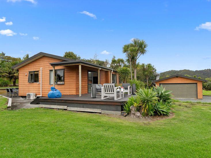 Parua Bay Views - Parua Bay Holiday Home