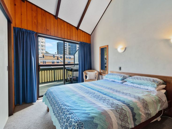 Master bedroom - opens out to sundeck