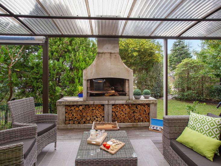Outdoor Living area / fire place