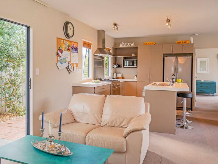 Sitting area onto kitchen