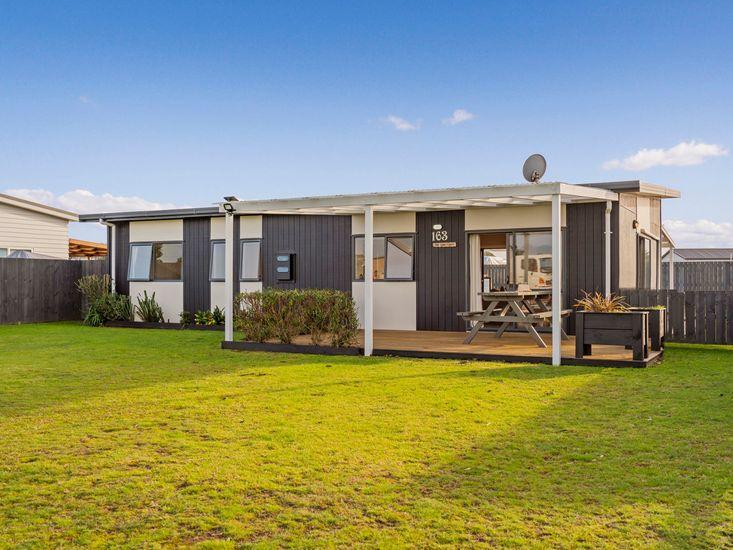 The Harbourside Bach - Matarangi Holiday Home