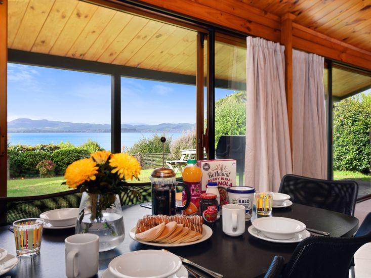 Kawaha Point Lookout - Rotorua Holiday Home
