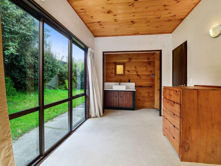 Bedroom 3 - Wash basin and wardrobe
