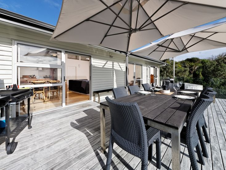 Outdoor dining and BBQ area on the sundeck