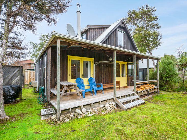 Parehopu Lake House - Kuratau Holiday Home