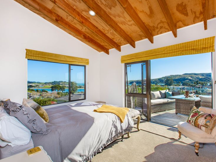 Master bedroom - opens out to the sundeck