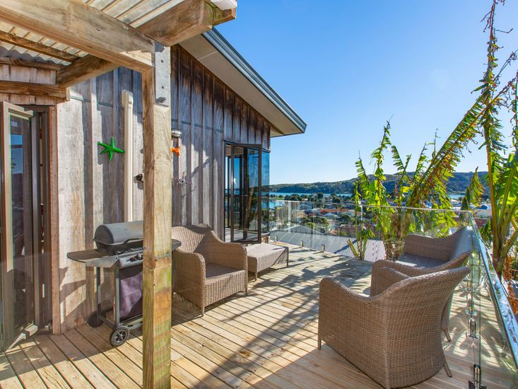 Surrounding sundeck and sheltered outdoor area