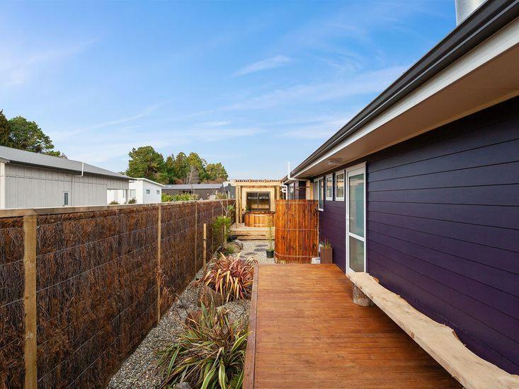 Sundeck onto garden and spa pool
