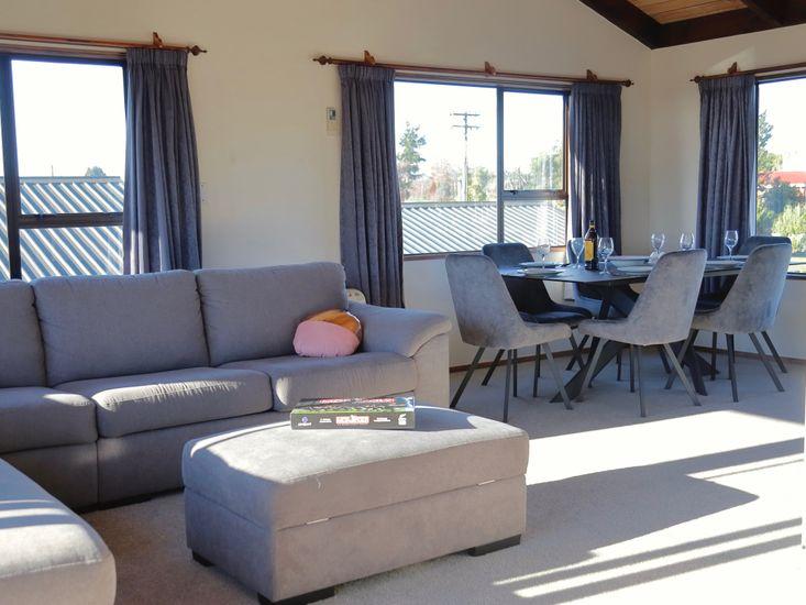 Lounge onto dining