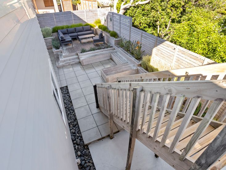 Exterior - stairs down to back garden