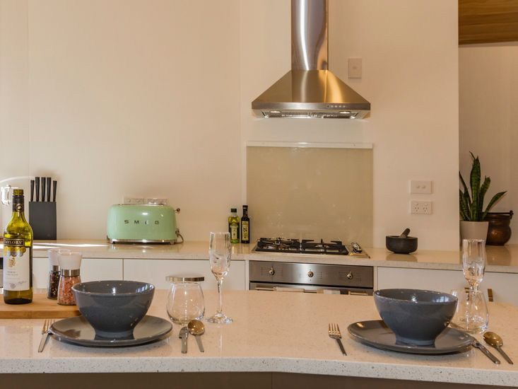 Kitchen and breakfast bard