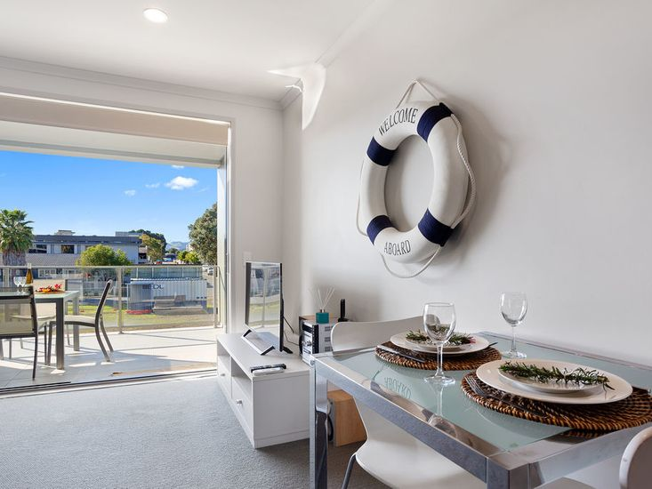 Indoor - outdoor flow for holiday living