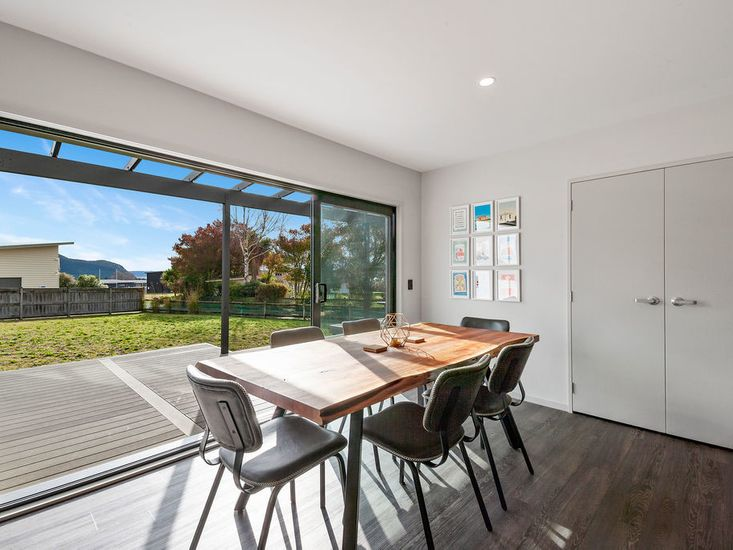 Dining table opens out to sundeck