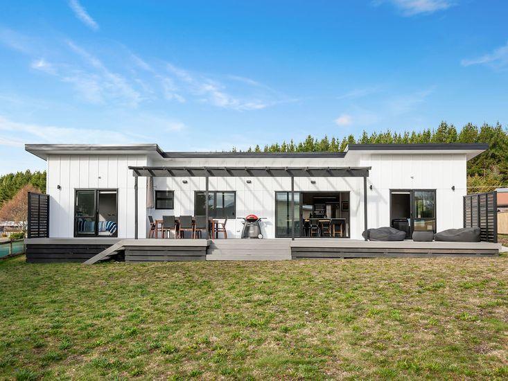 The Marvel of Motuaopa - Modern Holiday Home